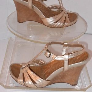 KENNETH COLE GOLD GENUINE LEATHER WEDGE HEEL SHOES